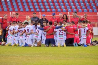 TEC vence por 1 a 0 Paran� Clube e permanece na 1� Divis�o do Paranaense