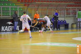Em noite fria e sem torcida, Toledo Futsal vence por 3 a 0 Amp�re no Alcides Pan