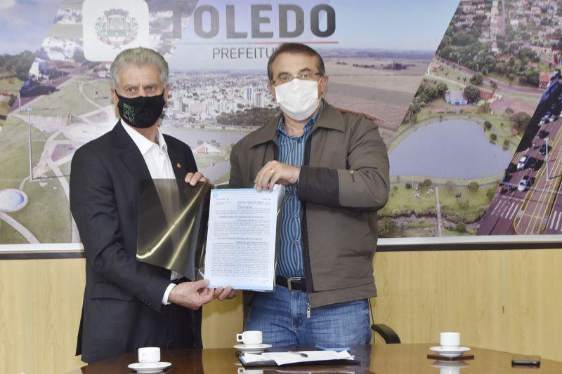 PERMUTA DE ÁREAS ENTRE PREFEITURA DE TOLEDO E SICREDI É SACRAMENTADA