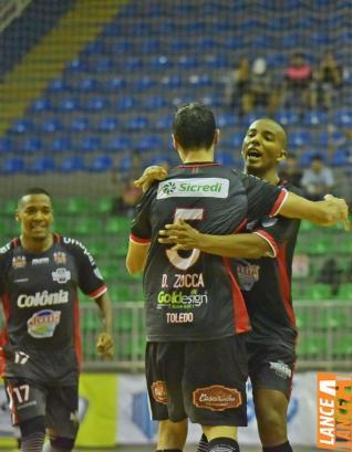 Toledo Futsal faz jogo sonolento e perde para Campo Mourão