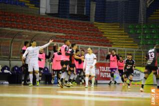 Em noite fria e sem torcida, Toledo Futsal vence por 3 a 0 Ampére no Alcides Pan