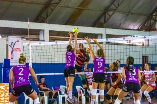Vôlei feminino enfrenta Marechal por vaga na semifinal do Estadual Adulto