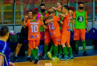 Embala Mais Futsal vence e lidera grupo B