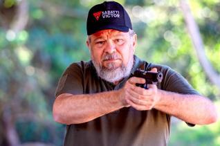 Oscar Silva ministra treinamento de tiro instintivo